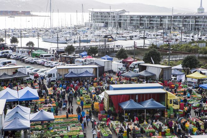 A busy Harbourside Market.